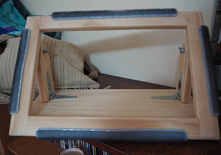 Lap frame for rug making